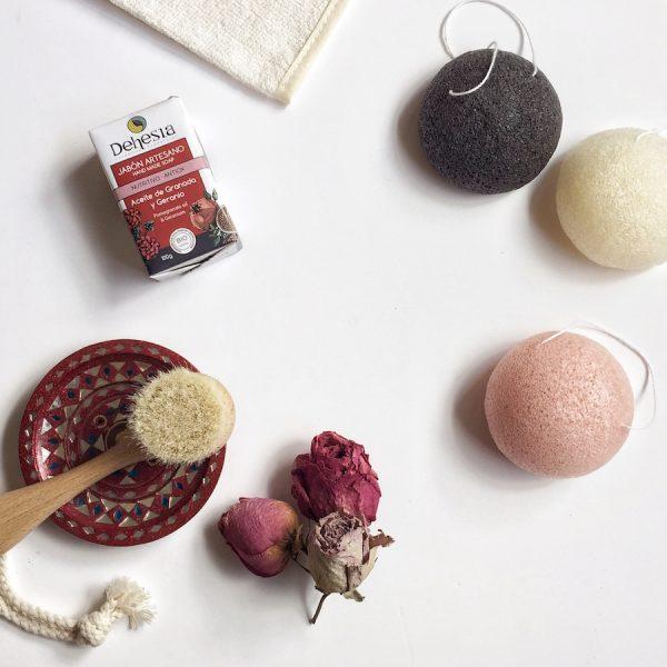 Jabón nutritivo antiox y esponjas konjac
